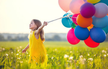dziecko z balonikami - zaproszenie do akcji